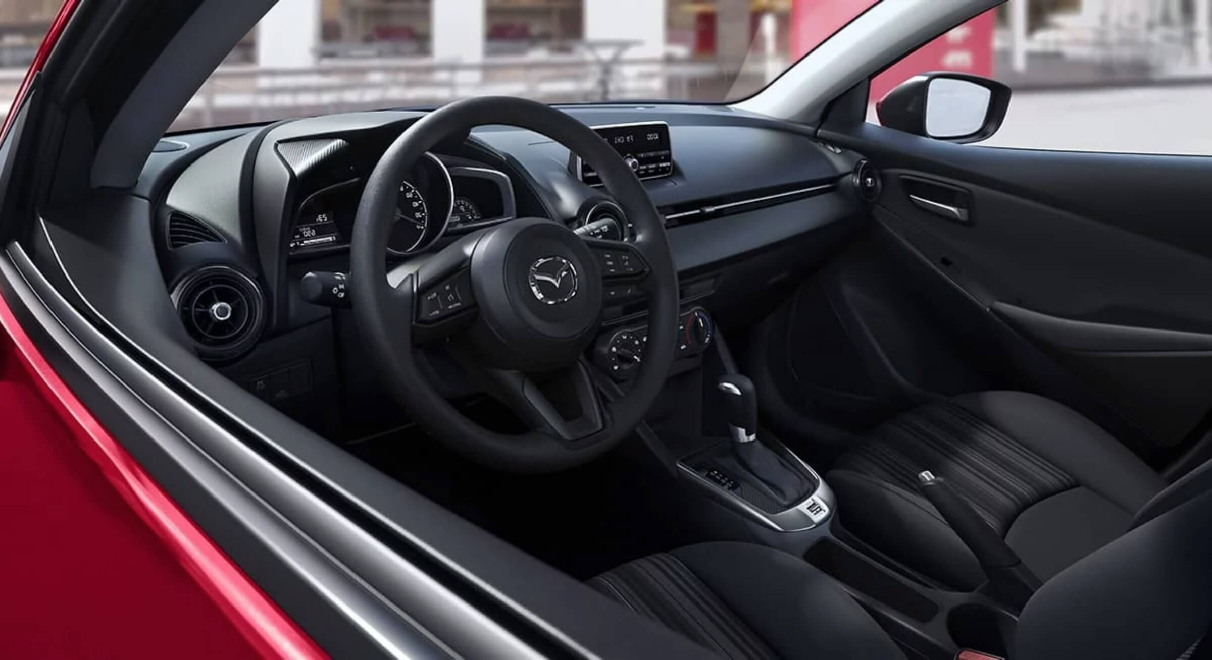 Black Cloth Mazda 2 Interior Foto 1